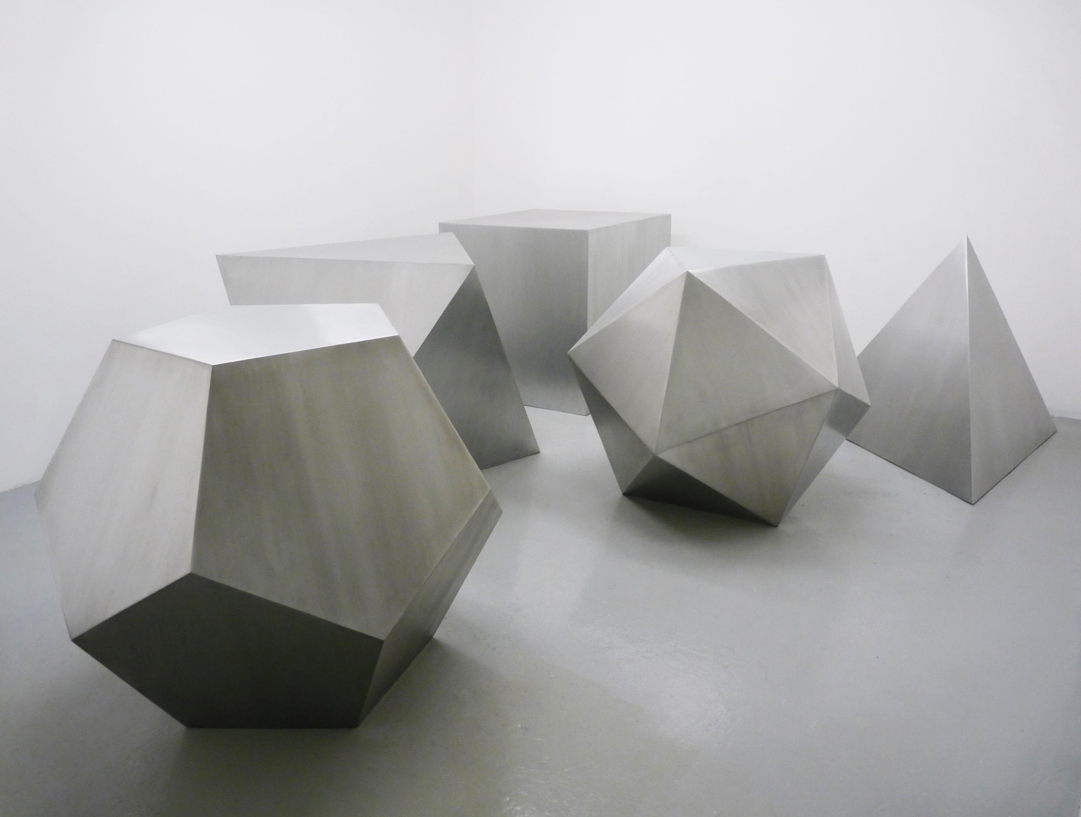 Avelina Fuentes, Quintessence, aluminium, 100 cm chacune