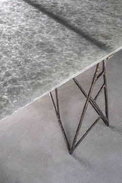 Pina Table
